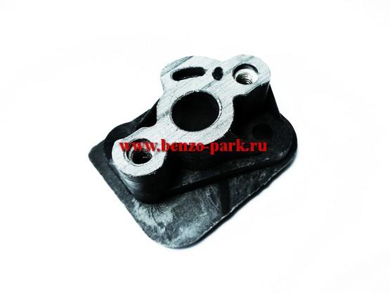 Адаптер (проставка, теплоизолятор, тепловая дамба) карбюратора для китайских бензокос с объемом двигателя 33 см3 (32,5 см3)