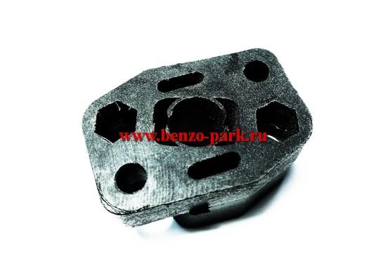 Адаптер (проставка, теплоизолятор, тепловая дамба) карбюратора китайских бензокос с объемом двигателя 26 см3 (25,4 см3)