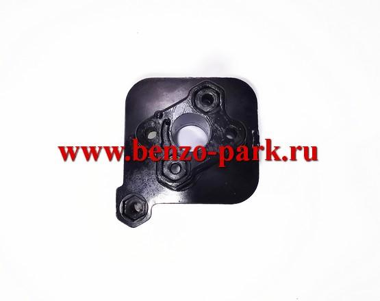 Адаптер (теплоизолятор, проставка) карбюратора бензопил типа Maxcut 38-16, Maxcut 38-18; Champion 138-16, Champion 138-18; Rebir MKZ1-3840, Rebir MKZ3-3535; Stern CSG 3816, Stern CSG 3818 и др