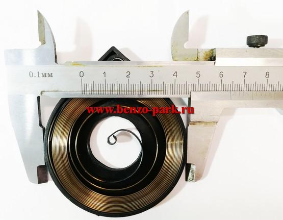 Возвратная пружина стартера китайских бензопил с объемом двигателя 38 см3 ,45 см3, 52 см3 и 58 см3 (в пластиковой обойме)