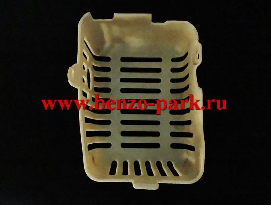 Кожух глушителя китайских бензокос с объемом двигателя 43