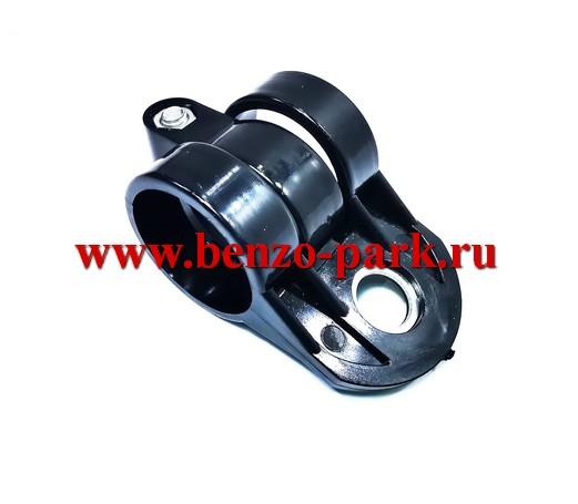 Кронштейн крепления ремня наплечного китайских бензокос с объемом двигателя 33 см3, 43 см3 и 52 см3 под диаметр штанги 26 мм
