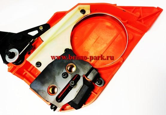 Крышка тормоза цепи в сборе для китайских бензопил с объемом двигателя 45 см3, 52 см3 и 58 см3 (треугольная, со скосом)