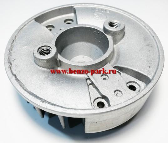 Маховик китайских бензокос с объемом двигателя 33 см3 (32,5 см3) (прямоугольные магниты)