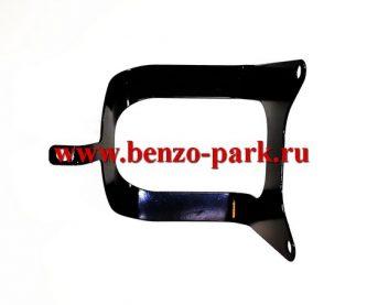 Металлическая защита бензобака для китайских бензокос с объемом двигателя 26 см3 (25,4 см3)