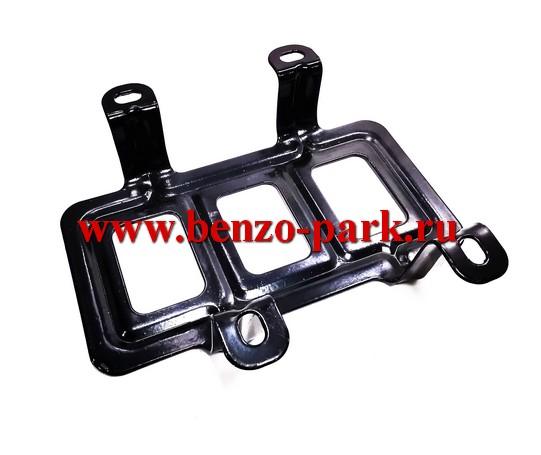 Металлическая защита бензобака для китайских бензокос с объемом двигателя 43см3, 52см3, типа Profi (крепление на 4 болта)