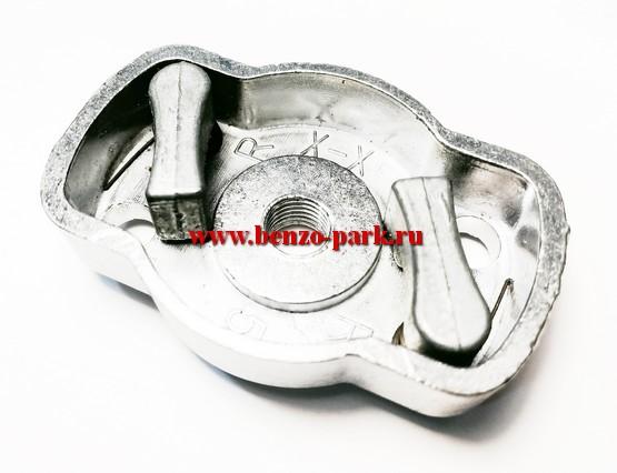 Ответная часть стартера (плата собачек) китайских бензокос с объемом двигателя 26 см3 (две металлические собачки) (Малая)
