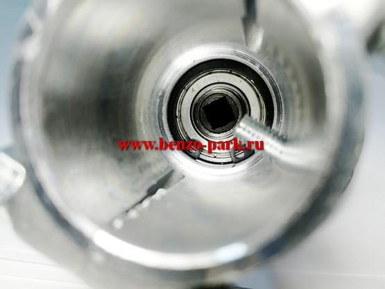 Редуктор в сборе для бензокос и электротриммеров, под квадрат, посадка на штангу диаметром 25,4 мм