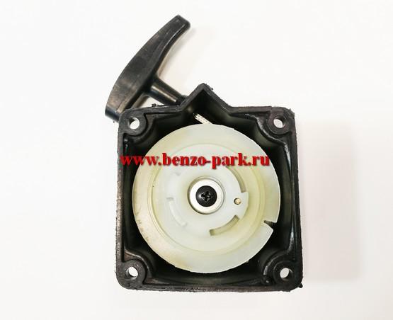 Стартер в сборе для китайских бензокос с объемом двигателя 33 см3, 43 см3 и 52 см3 плавный пуск (эргостарт) 4 зацепа (ровный зацеп)