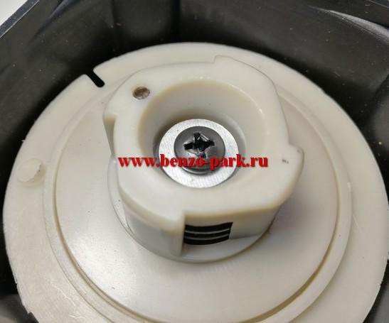 Стартер в сборе для китайских бензокос с объемом двигателя 33 см3, 43 см3 и 52 см3 плавный пуск (эргостарт) 4 зацепа (скошенный зацеп)