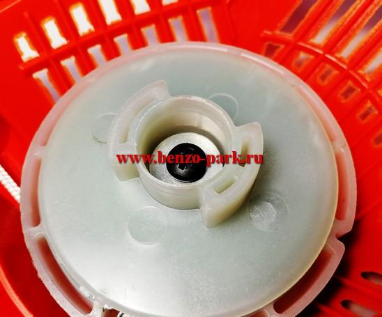 Стартер в сборе для китайских бензопил с объемом двигателя 45см3, 52см3 и 58 см3  плавный запуск (эргостарт) 2 зацепа (бабочка)