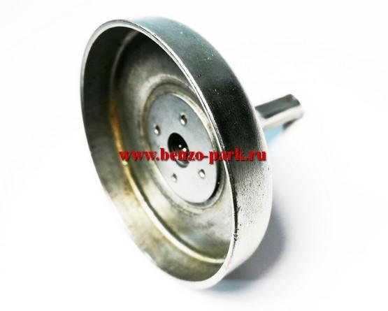 Чашка (тарелка) сцепления в сборе для бензокос с объемом двигателя 25 см3 и 30 см3 (бензокосы с передним стартером), под трос квадрат